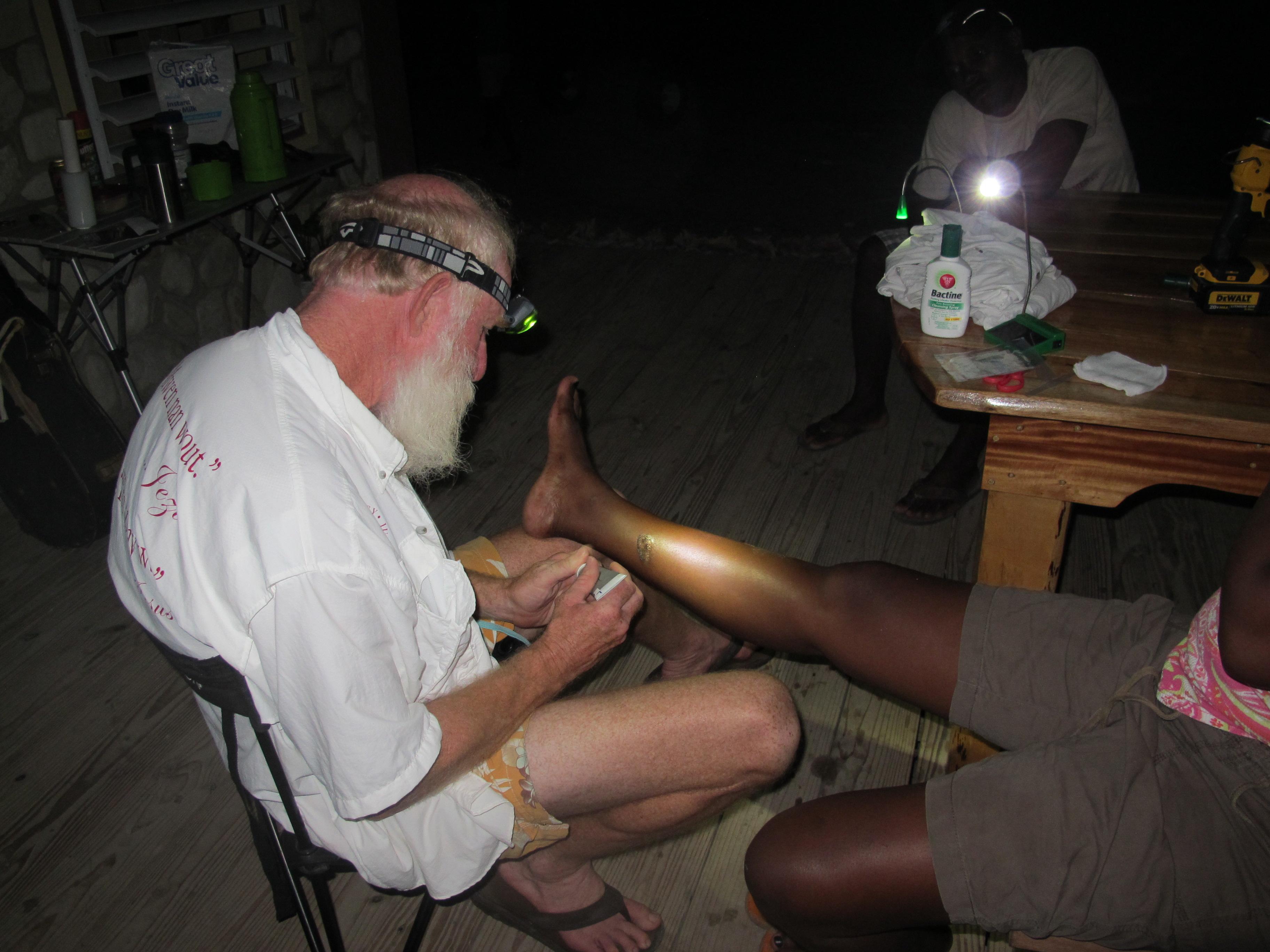 Treating a bad burn on a girl\'s leg